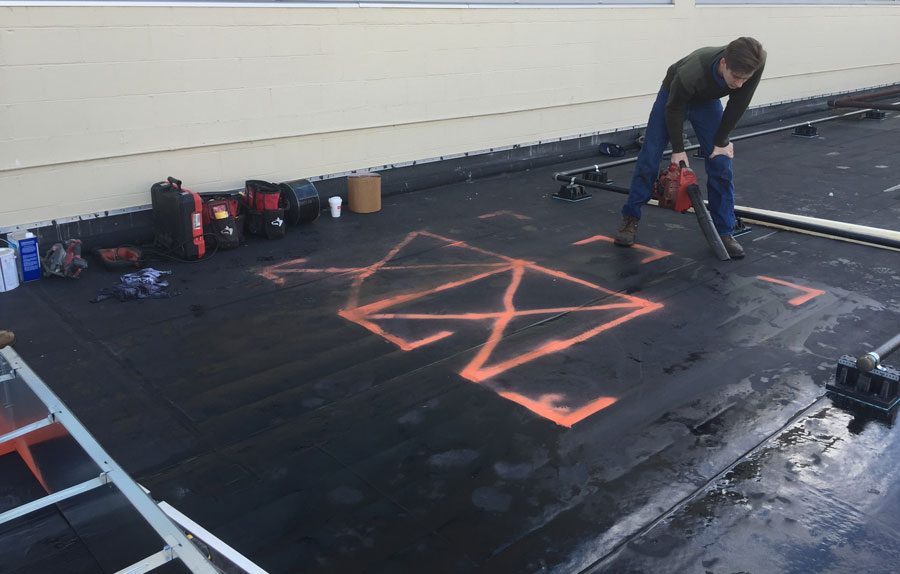 Flat roof curb installation on a rubber roof